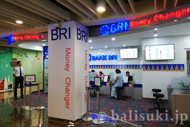 バリ島デンパサール空港内の両替所