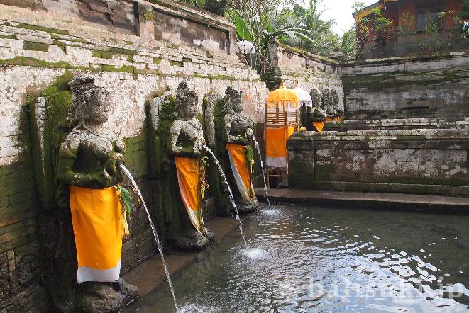 ゴアガジャ遺跡の沐浴場にある女神像