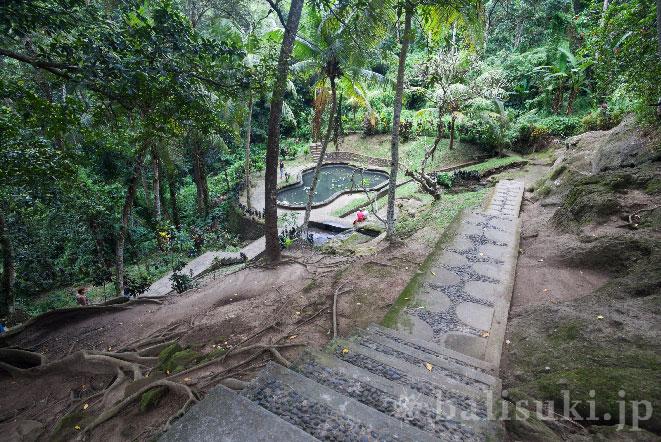 バリ島ゴアガジャ遺跡の隣にある公園